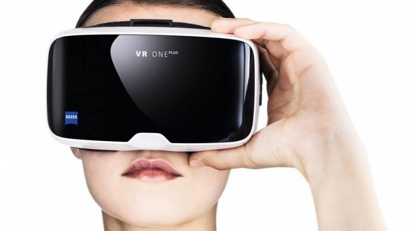 Zeiss VR One Plus Bakal Jadi Headset Virtual Reality Umum?